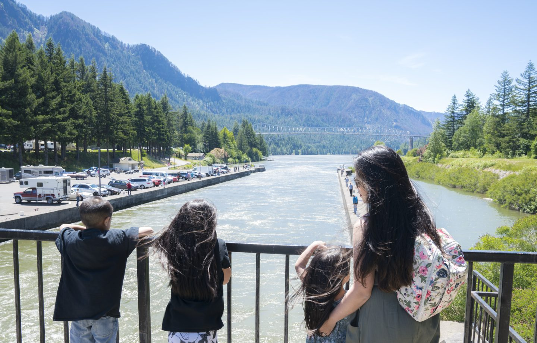 cascade locks marine park columbia river gorge